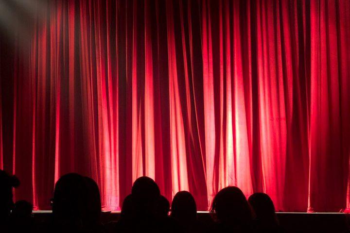Το θέατρο μπροστά στο Covid-19 Λένια Ξενάκη
